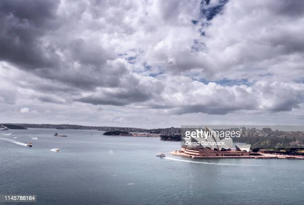 sydney opera house and parramatta river - bernd schunack photos et images de collection
