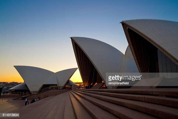Ópera de Sydney ao anoitecer