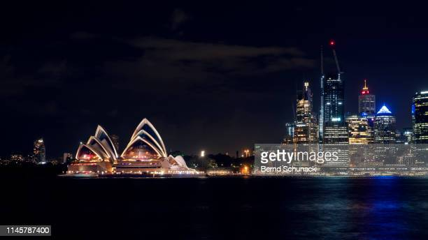 sydney opera house at night - bernd schunack stock photos and pictures