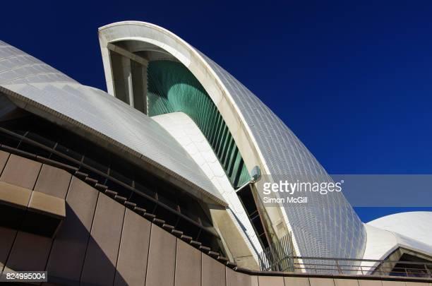 sydney opera house, bennelong point, sydney, new south wales, australia - パフォーミングアートセンター ストックフォトと画像