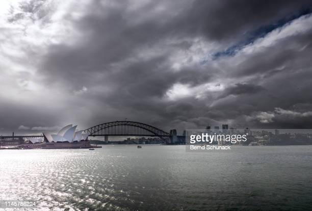 sydney opera house & harbor bridge - bernd schunack stock-fotos und bilder