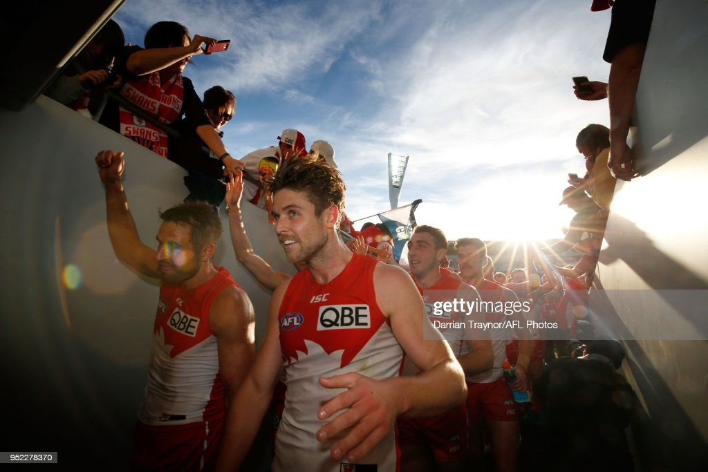 Sydney Swans players acknowledge their fans after the round six AFL match between the Geelong Cats and Sydney Swans at GMHBA Stadium on April 28, 2018 in Geelong, Australia.
