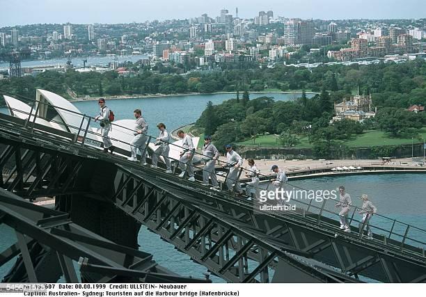 Touristen klettern mit einem Guide auf die Harbour bridge - 1999