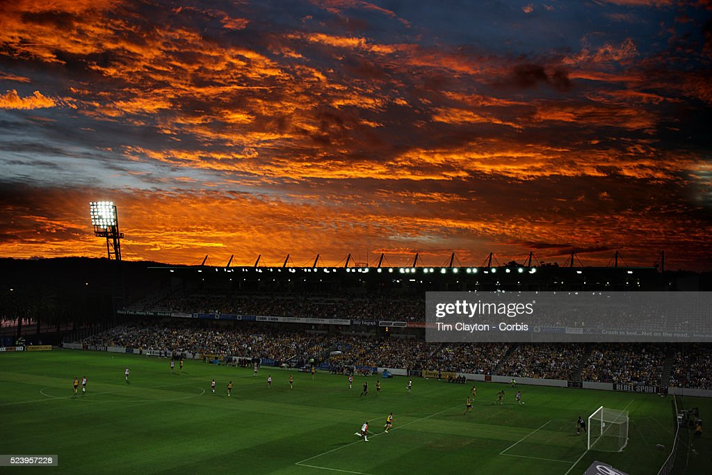 Soccer - Hyundai A-League - Central Coast Mariners vs. Queensland Roar : News Photo