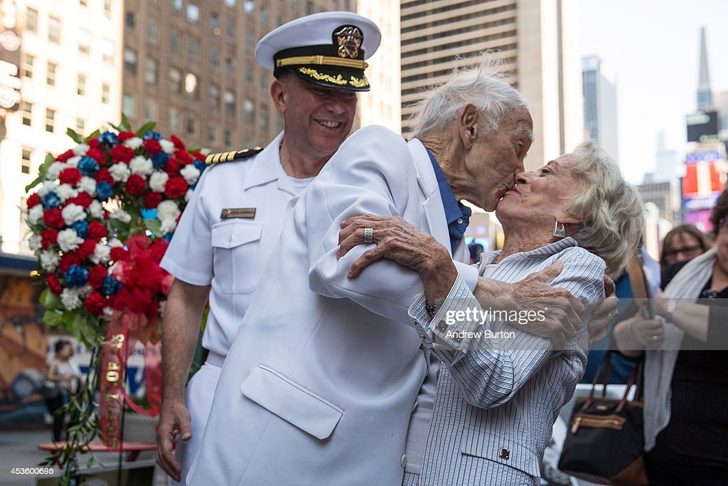 Veterans Participate In Times Square Event Marking End Of WWII : News Photo