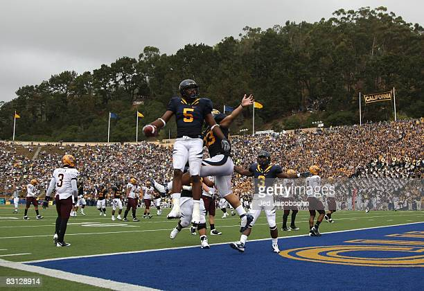 Syd'Quan Thompson of the California Golden Bears celebrates after scoring a touchdown against the Arizona State Sun Devils during an NCAA football...