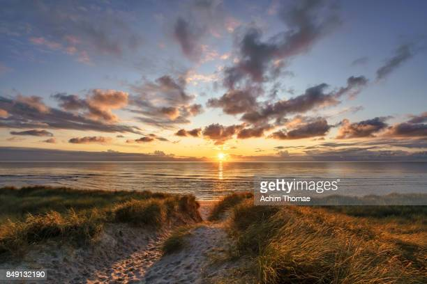 sylt island, germany, europe - sonnenuntergang stock-fotos und bilder