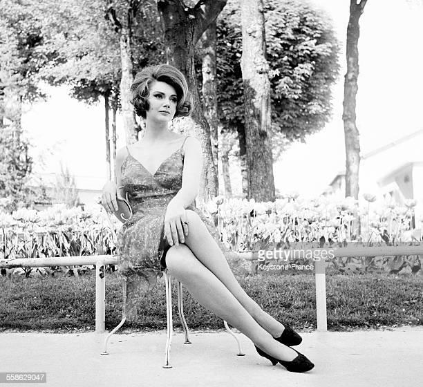 Sylva Koscina photographiee entre deux sequences du film 'Le lit a deux places' de Jean Delannoy le 16 mai 1965 en France