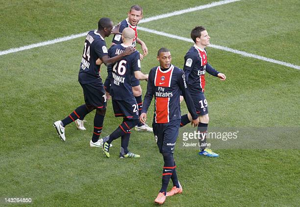 Sylvain Armand Guillaume Hoarau Blaise Matuidi Christophe Jallet and Kevin Gameiro of Paris SaintGermain celebrate the goal of Sylvain Armand FC...