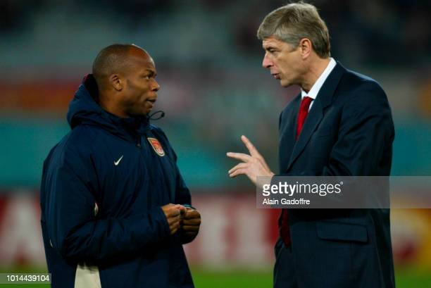 Sylvain Wiltord and Arsene Wenger head coach of Arsenal during the Champions League match between AS Roma and Arsenal at Olympic Stadium Roma Italy...
