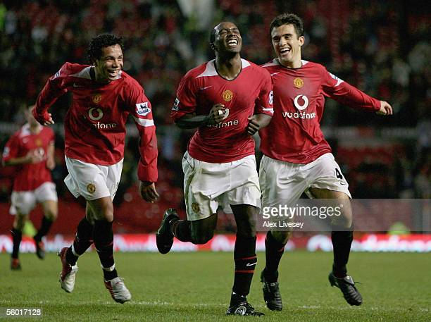Sylvan EbanksBlake of Manchester United celebrates scoring his goal with Kieran Richardson and Giuseppe Rossi during the Carling Cup third round...