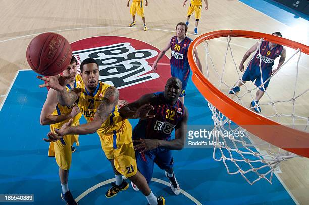 Sylven Landesberg #21 of Maccabi Electra Tel Aviv in action during the 20122013 Turkish Airlines Euroleague Top 16 Date 14 between FC Barcelona Regal...