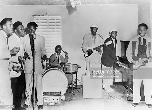 Sylvester Keels Nash Knox Fred Pulliam James Brown Nafloyd Scott Bobby Byrd and Roy Scott of the funk band James Brown The Original Flames pose for a...