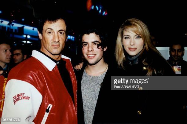 Sylvester Stallone en compagnie de son fils Sage et de sa femme Jennifer Flavin lors de l'inauguration du restaurant Planet Hollywood au parc...