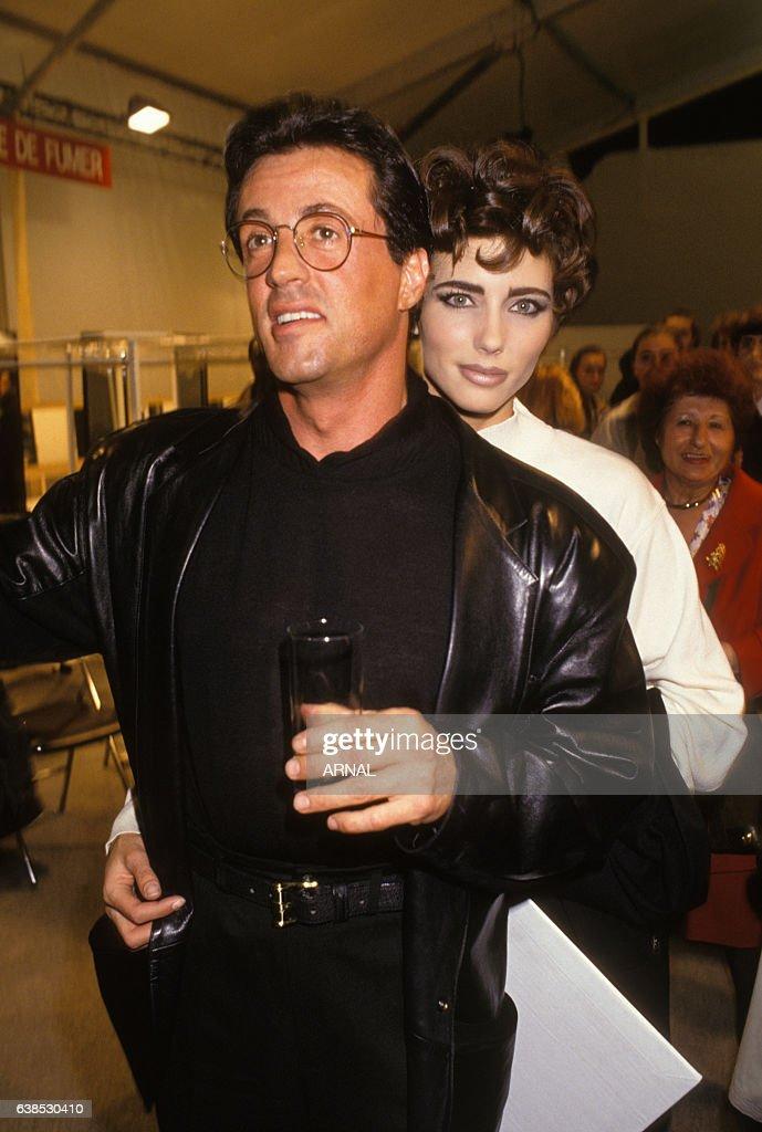 Sylvester Stallone et Jennifer Flavin à Paris en 1991 : News Photo