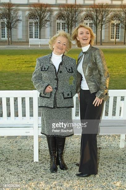 """Sylvia Agnes Muc, Mutter Halina Muc , , Ausflug zum """"Grandhotel Schloß Bensberg"""", Bergisch-Gladbach, , Park-Anlage, Schauspielerin, Prominente,"""