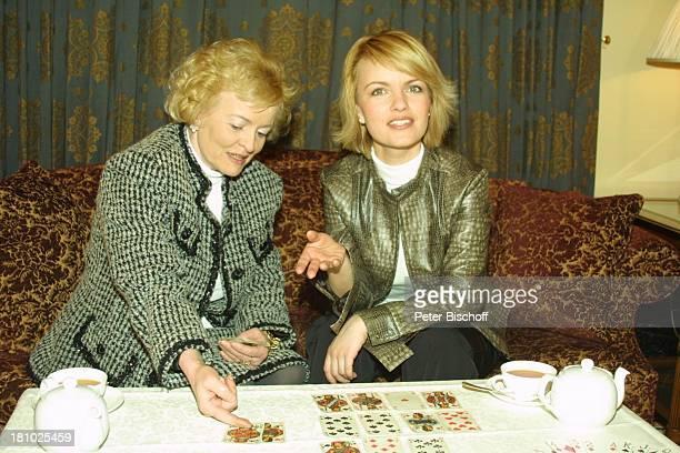 """Sylvia Agnes Muc, Mutter Halina Muc , , Ausflug zum """"Grandhotel Schloß Bensberg"""", Bergisch-Gladbach, , Karten legen, die Zukunft deuten,..."""