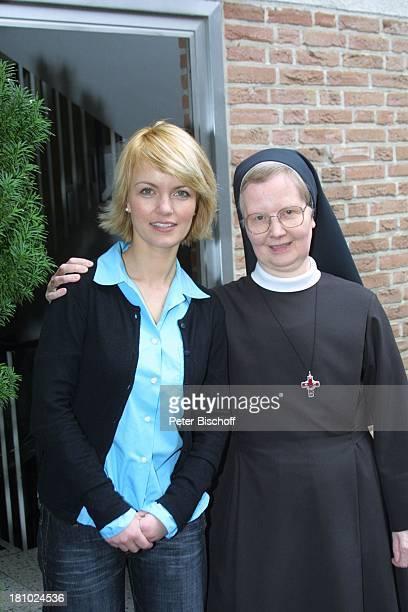 """Sylvia Agnes Muc, Ordens-Schwester, , im Kloster, Aachen, , Schwesterheim """"Lourdes"""", Schwester, Schauspielerin, Tracht, Prominente, Ordens-Kleidung,..."""