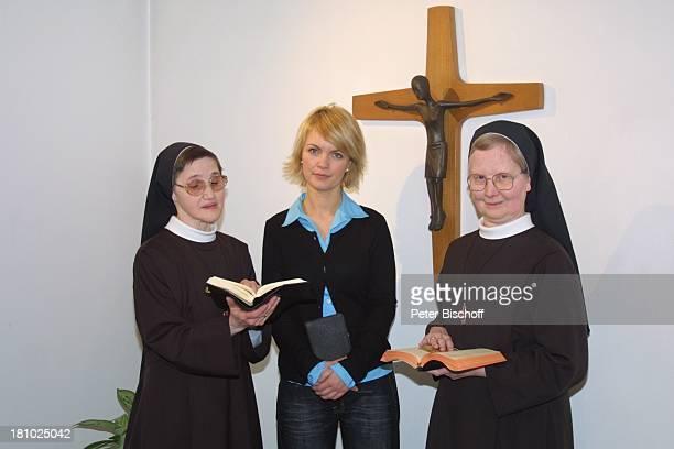 """Sylvia Agnes Muc , Ordens-Schwestern, im Kloster, Aachen, , Schwesterheim """"Lourdes"""", Kapelle, Schwester, Schauspielerin, Tracht, Prominente,..."""