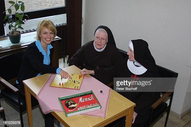 """Sylvia Agnes Muc, Ordens-Schwestern, im Kloster, Aachen, , Schwesterheim """"Lourdes"""", Schwester, Nonne, Schauspielerin, Tracht, Prominente,..."""