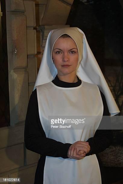 Sylvia Agnes Muc Theaterstück Drei plus eins gleich Halleluja Theater in Bad Godesberg Komödie Kloster Klosterfrau Nonne VerkleidungKostüm...