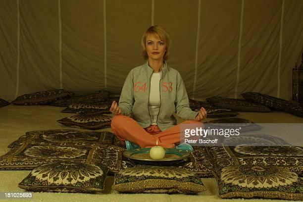 """Sylvia Agnes Muc, Wellness für Körper und Geist, Köln, """"Mediterana"""", , im """"Meditations-Raum"""", meditieren, im Schneidersitz sitzen, orientalisch..."""