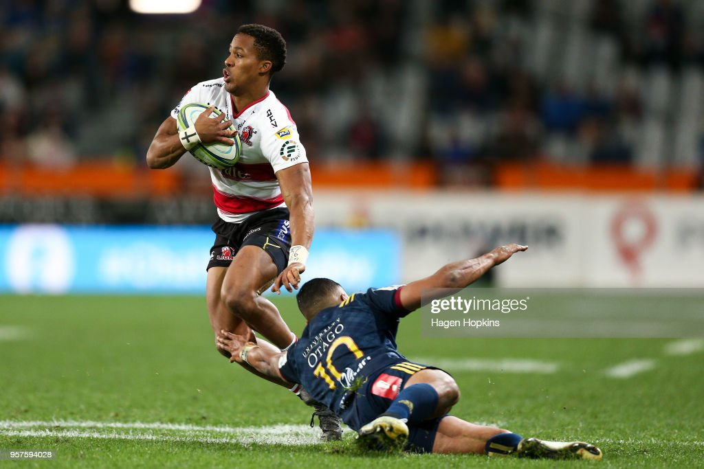 Sylvian Mahuza of the Lions evades the defence of Lima Sopoaga of the Highlanders during the round 12 Super Rugby match between the Highlanders and the Lions at Forsyth Barr Stadium on May 12, 2018 in Dunedin, New Zealand.