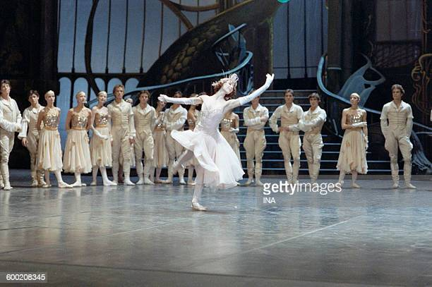 Sylvie Guillem and the dancers of the Ballet of the Opera of Paris in the ballet 'Cendrillon' turned in the studios of the SFP and choreographed by...