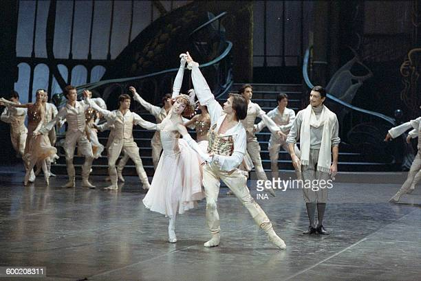 Sylvie Guillem Charles Jude and dancers of the Ballet of the National Theater of the Opera of Paris on the shooting of the ballet 'Cendrillon'...