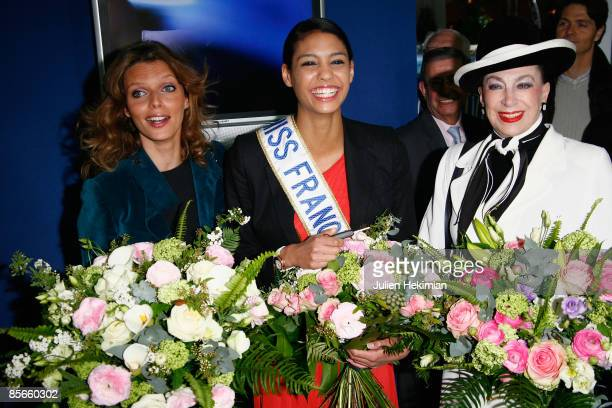 Sylvie Tellier Miss France 2009 Chloe Mortaud and Genevieve de Fontenay attend the Cabriolet Coupe and SUV exhibition at Parc des Expositions on...