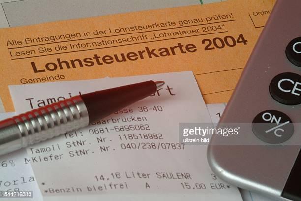 Symbol Einkommensteuererklärung Lohnsteuerkarte 2004 Quittungen und Taschenrechner