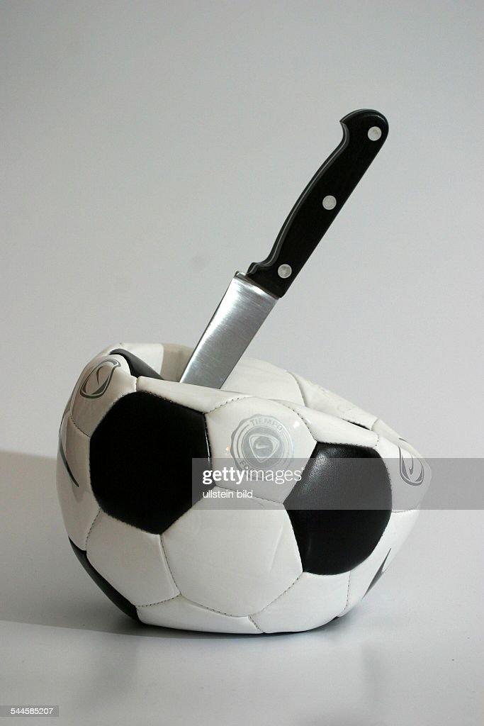 Symbol Fussballkrimi Gewalt Beim Fussball Hooligans