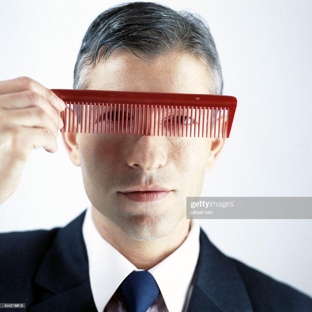 symbol haare haarprobleme haarausfall mann mit kamm pictures