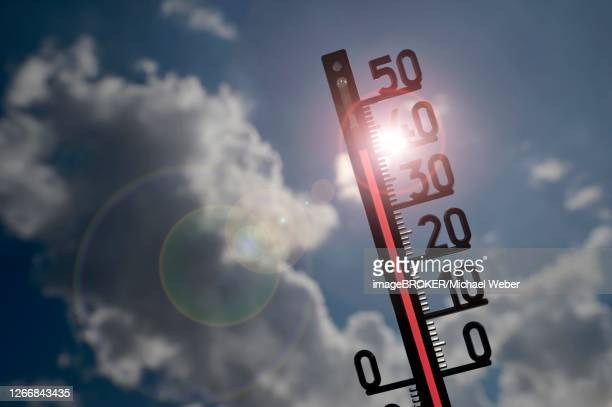 symbol image heat wave, thermometer in the sun, 41 degrees celsius, baden-wuerttemberg, germany - celsius ストックフォトと画像