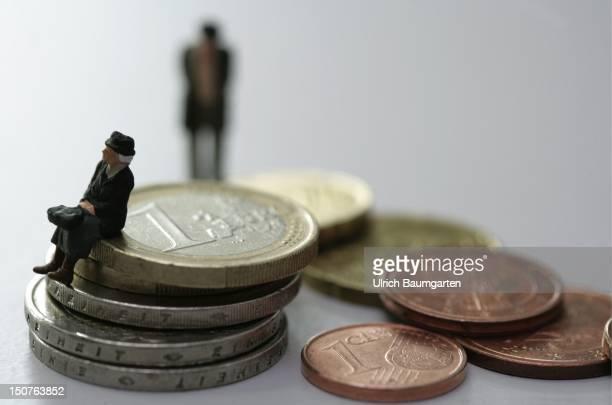 Symbol image oldage pension pension increase long term care insurance