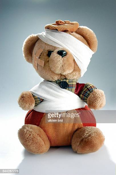 Symbol kranke Kinder Kinder im Krankenhaus Puppenklinik Teddybaer mit Verband und Pflaster