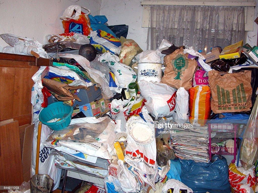 Mit Muell Angefuellte Wohnung 2005 News Photo Getty Images