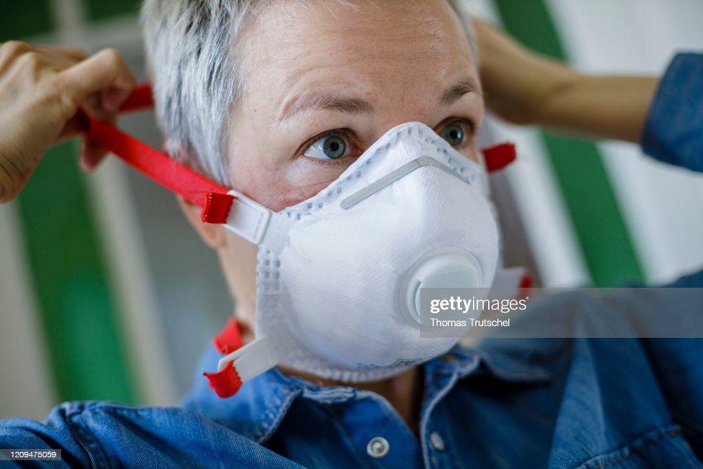 Respirator FFP3 : News Photo