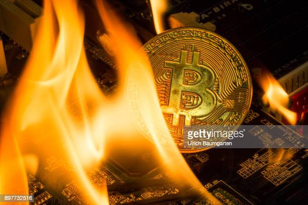 Symbol photo on the topic Bitcoin Bitcoin crash Crime money laundering Bitcoin bubble etc The picture shows a burning Bitcoin