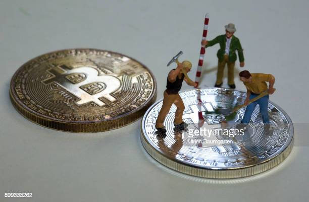 Symbol photo on the topic Crypto currency Bitcoin The picture shows workers miniature figures with tool on a Bitcoin
