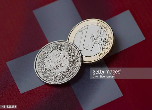 Symbol photo on the topic currency turbulence Our picture shows a 1 Euro coin and a 1 Swiss franc coin with the flag of Switzerland on January 16...
