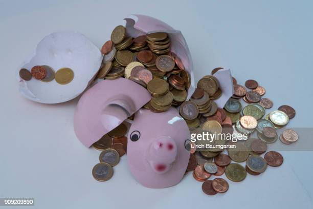 Symbol photo on the topics save up, conserve, household, state budget, interest rate, economy, etc. The picture shows a shattered piggy bank and...