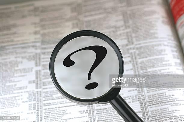 Symbol Telefonauskunft Telefonbuch und Lupe mit Fragezeichen
