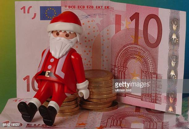 Symbol Weihnachtsgeld Weihnachtsgeschenke Weihnachtseinkäufe Weihnachtsgeschaeft Weihnachtsmann von Playmobil und Euro Geldscheine und Münzen