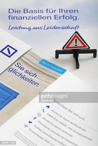 GER Symbolbild Deutsche Bank mit Prospekten
