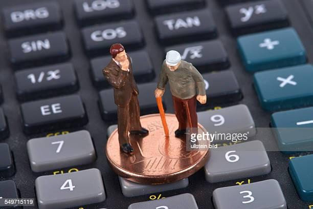 Symboldbild Miniaturfiguren Geld Taschenrechner
