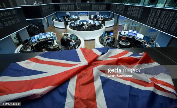 Symbolic photo on the subject of Brexit and the stock exchanges. The picture shows the flag of Great Britain above the trading floor of Deutsche...