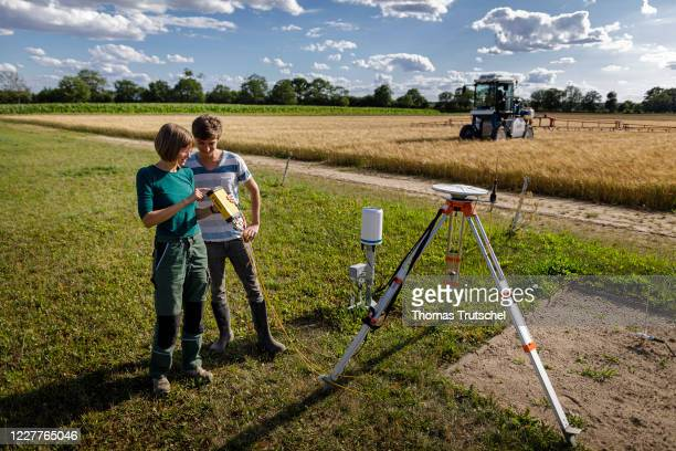 Symbolic photo on the subject of digitisation in agriculture. Staff of the Berge Experimental Station of the Institute for Agricultural and Urban...