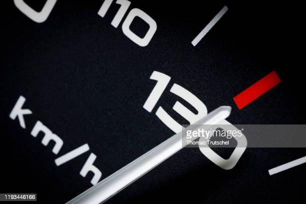 Symbolic photo on the subject of speed limit 130 km / h A speedometer needle can be seen on a speedometer next to the display for 130 kilometers per...