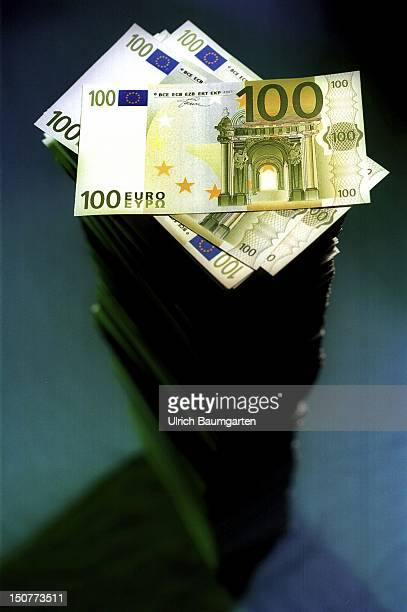 Symbolic photo to the topic 'Euro' Our picture shows a stack of 100 Euro notes